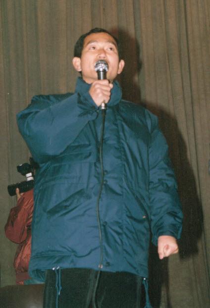 1988년 석방 후 환영행사에서 발언하는 강종헌선생님